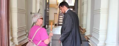 Ist der Zugang zu dem Ärztehaus auch für Sehbehinderte geeignet? (Photo Dr. Jürgen Hildebrand)