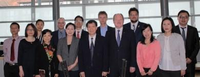 Mit den chinesischen Besuchergruppe im Plenarsaal