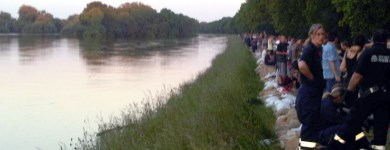 Deichverteidigung in Randau beim Hochwasser 2013