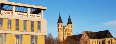 Blick auf die CDU-Geschäftsstelle und das Kloster Unser Lieben Frauen