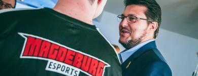Im Gespräch mit Martin Müller vom Magdeburger eSport e.V. (Photo Maria Manneck)