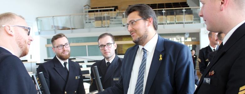 Gespräch mit Besatzungsmitgliedern im Landtag (Photo Antonia Fritsche)