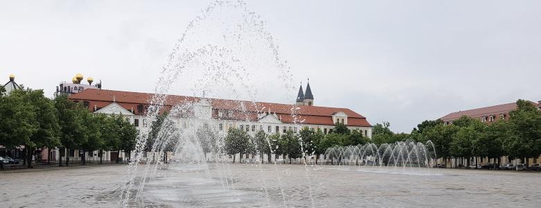Der Landtag mit Wasserspielen