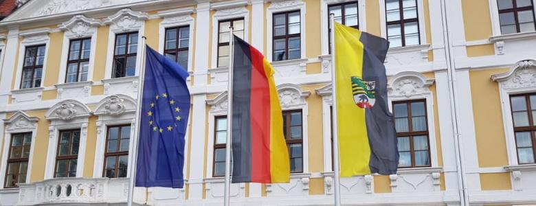 Flaggen vor dem Landtag