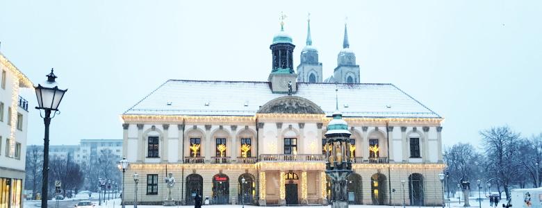 Das Magdeburger Rathaus im Winterkleid