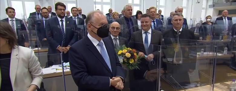 Bild aus dem Plenarsaal nach der Wiederwahl von Dr. Reiner Haseloff zum Ministerpräsidenten (Screenshot MDR)